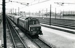 Les Aubrais. 1er septembre 1957. Locomotive 2D2 n°5537. Train estival 44 Hendaye/Arcachon - Paris-Austerlitz. Cliché Gilbert Moreau. Collection Xavier Inguenaud