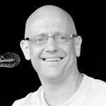 Frank Göritz (Cajon & Gesang) aus Saarbrücken