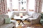 Wohnzimmer -  Erker mit gemütlicher Sitzecke - Appartement 2