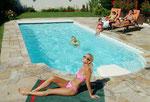 Erholung am Pool nach wunderschönen Wanderungen ( www. polyfaser .at)