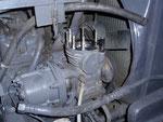 Verschlissener Druckluftkompressor fördert Öl
