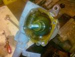verschlissenes Lenkgetriebe mit beschädigten Schnecken ...