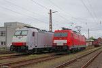 I-XRAIL 186 910 (Crossrail Italia) und DB 186 334 (DB Schenker Rail Deutschland) am 08.05.14 in Dillingen(Saar)