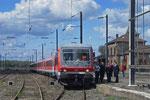 Karfreitagssonderzug , mit Lok und Zugpersonal , in Bouzonville/F kurz vor der Abfahrt nach Dillingen(Saar) (Handy-Sichtungsbild ;) )