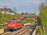 151 070 als T 67113 von Saarbrücken Hbf nach Völklingen unterwegs bei SB-Burbach, in Völklingen übernahme eines Sonderzuges (EZ 55999) nach Mannheim Rbf, recht noch zu sehen 143 216 (schiebend) mit RE aus Koblenz - 29.04.2013