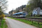Saarbahn-Überführung,  Tw 1024 als Dlr 13490 Brebach - Ettlingen Stadt unterweges bei Scheidt am 23.04.2013 13:45 Uhr