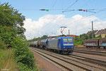 145 097 mit Kesselwagenzug am 30.06.14 in Saarbrücken-Burbach