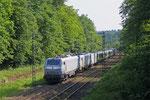 BB37521 (im Schlepp BB37514) mit DbZ 44438 Saarbrücken Hgbf - Forbach/F (Calais) (Sdl.Triebwagenüberführung, London Midland-350 372 und London Midland-350 373) , Saarbrücken Deutschmühlental am 02.06.14