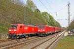 185 037 wartet auf EZ 98807 aus Forbach (Villers-Cotteretes) und 185 394 mit GM 62842 Karlsruhe Rheinbrücke Raffinerin - Dillingen Hochofen Hütte (Sdl. Petrolkoks in Fal), Haltepunkt Jägersfreude am 03.04.14