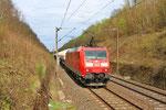 warten auf die Einfahrt in den Güterbahnhof von Forbach, 185 037 mit GC 49200 Marl-Hüls - Creutzwald (Sdl.Gaskessel) am 18.04.2013