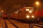 der erste Schnee ist da , DT 151 086 + 151 166 und abgestellt 140 799 in Saarbrücken am 21.11.13 , wenig später geht es mit XP 49247 Richtung Ruhrgebiet