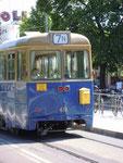 An dieser hirstorischen Straßenbahn in Stockholm, Schweden, hängt ...