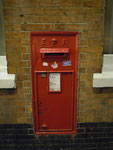 Eingemauerter Briefkasten am Londoner Bahnhof Selhurst, England, 2010. Vielen Dank an Maik Schönefeld!