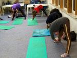 """kurzes Andehnen, bevor es mit den """"tollen"""" Übungen für die Körperspannung und die Rücken- & Bauchmukkis los ging..."""
