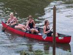 Die Mädels aus unserer A-Gruppe im roten Boot