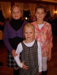 Unsere 3 kleenen Wurfzwerge für unseren Akrobatikauftritt waren natürlich auch dabei! ;-) Marina (li.) aus unserem Team, Theresa (re.), die eig. gar nicht voltigiert und Jule aus der kl. Samstagsgruppe