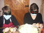 Mais, qui se cache donc sous ces masques ???