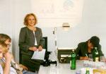 """Helga Karl, Verbundmoderatorin """"Betriebliche Innivationsentwicklung"""" - während der Pressekonferenz in der Firma Schleicher. Quelle Foto: Helga Karl für PR Verbundprojekt """"Betriebliche Innovationsentwicklung"""""""