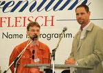 Die Berliner Landjuwel-Sprecher Jörg Staroske und Markus Genz vor den Mikrofonen. Foto: (c) Helga Karl