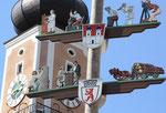 """Markplatz Cham (Oberpfalz). Berliner Wappen - """"Berufe"""". Foto: Helga Karl"""