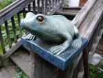 Säulenabdeckung mit modelliertem Frosch
