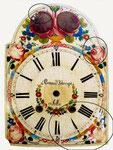 Lackschild einer Uhr mit bereits ausgeführten Kittungen.