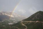 DER ultimative Regenbogen über den Bergen bei Leonidio