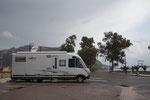 Der Übernachtungsstandplatz hinter dem Hafen in Plaka