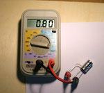 Kapazität zwischen Anschluss 1 und 3 = 0,8 µF