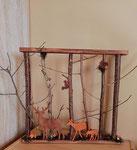 décoration en bois, cadre représentant des cervidés dans la forêt, des écureuils et des champignons