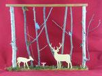 décoration en bois, cadre représentant une cerf, une biche et un hibou au milieu des bois