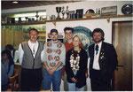 Jahr 2001: Schützenkönigin: Kagerer Melanie, nicht auf dem Bild: Wurstkönigin: Huber Tina, Brezenkönig: Huber Stefan