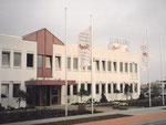 Verwaltungsgebäude mit Haupteingang von Südwesten
