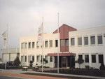 Verwaltungsgebäude mit Haupteingang von Südosten