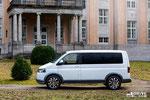 Впечатляющий внешний вид не единственное достоинство Volkswagen Multivan Alltrack. Мощный 180-сильный турбодизель, многодисковая муфта Haldex, установленная на задней оси. Углы въезда составляют 21°, а угол съезда 15°. Фото фирменное