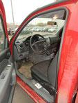 """Отделка салона Ford Ranger Single Cab выполнена в рабочем стиле - никаких лишних изгибов, но моется она практически """"на раз""""."""