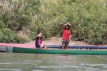 v.a. Kinder winken, sobald sie uns sehen(Si Phan Don)