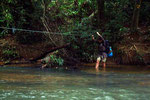 Flussüberquerung (Taman Negara)
