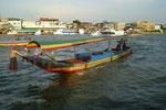 das thailändische Fortbewegungsmittel, ein Longtailboot