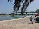 Die moderne Brücke über den Ebro bei Deltebre