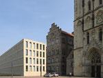 Neue Diözesanbibliothe neben der alten und Liebfrauenkirche