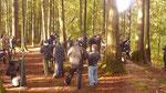 Ein Blick auf das Set mitten in den kanadischen Wäldern, ganz links außen im Bild: Dolph Lundgren.