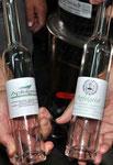 Die Etiketten der Flaschen für die Stadt und für den Heimatverein