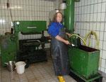Keltermeister Louis Jan-Kellermann stand an der Dorfkelter im Dorfgemeinschaftshaus und servierte frischgepressten Apfelmost.