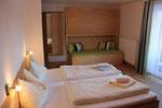 Zimmer mit Stockbetten im Einbauschrank
