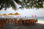 Riveli-Restaurant Außenterasse mit Blick nach Banyan Tree