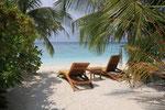 eigener Strandabschnitt mit Liegen