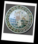 Piatto in ceramica graffita con tesa ribassata