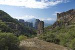Metéorafelsen, im Hintergrund das Pindos-Gebirge