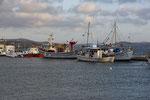 Fischerboote im Hafen von Adámas